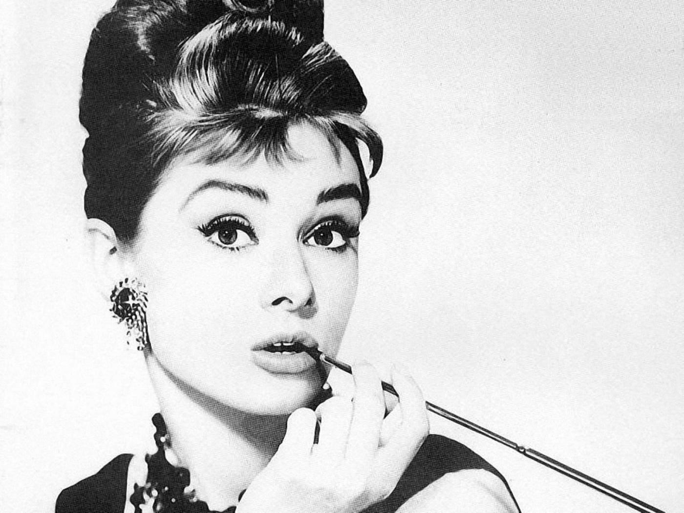 Diet Quotes Wallpaper Audrey Hepburn Smoking Facts