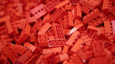 red-Lego-pieces--Legos--bricks-jpg_20160310154204-159532