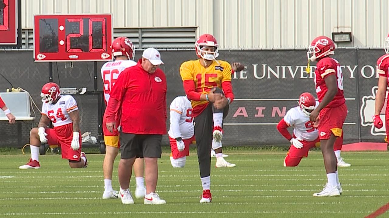 mahomes knee injury video