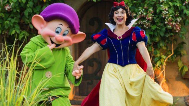 Disney Snow White Story Book Dining