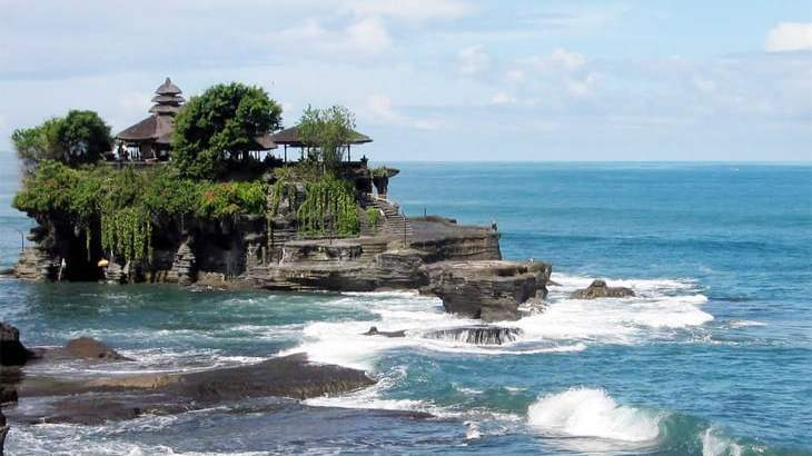 Bali Tanah Lot The Temple in the Middle of the Sea-min