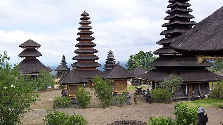 Gelang Agung Temple contains Thirteenth Century Antiquities-min