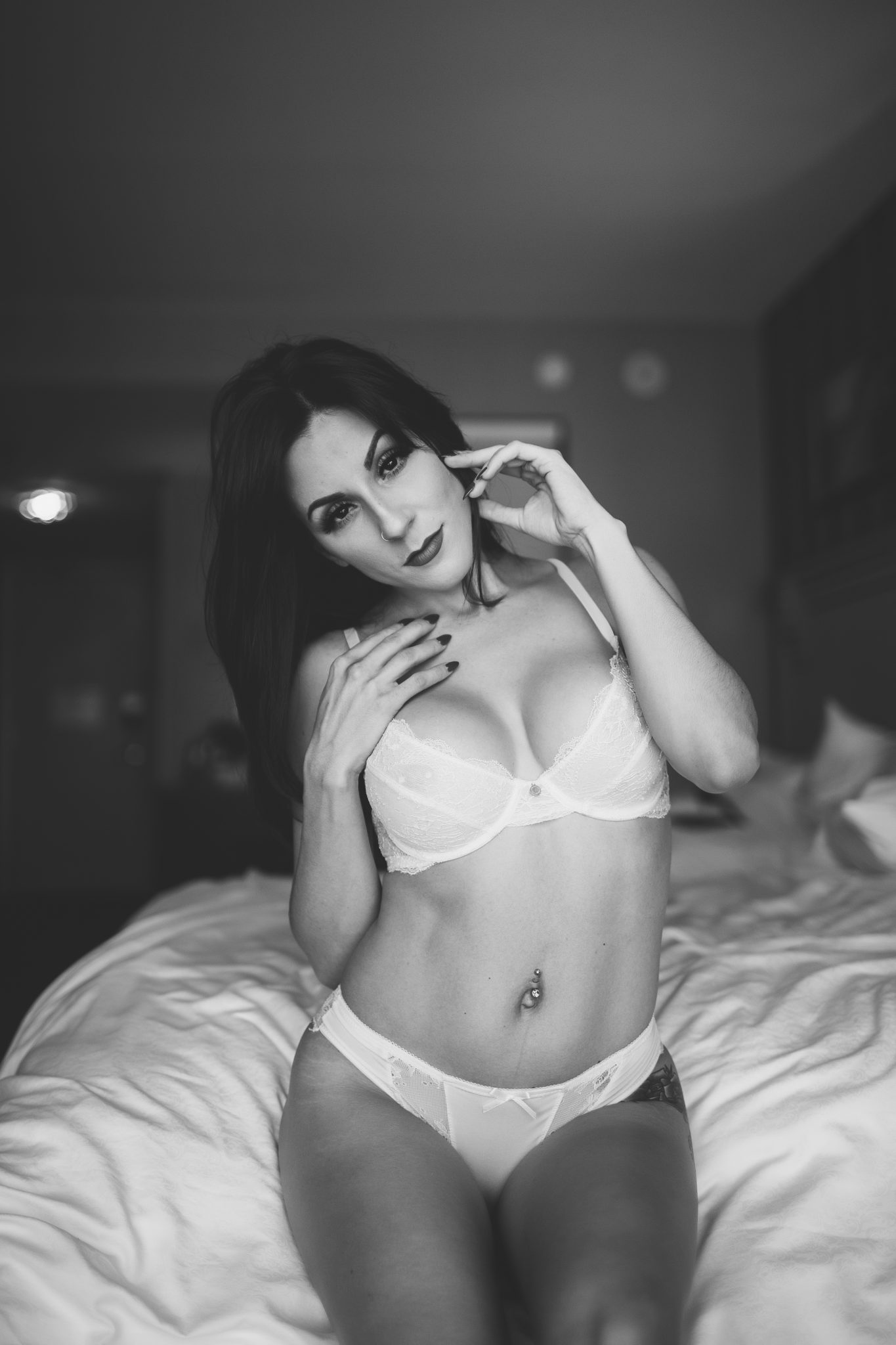A sensual pose at a NY hotel room photoshoot