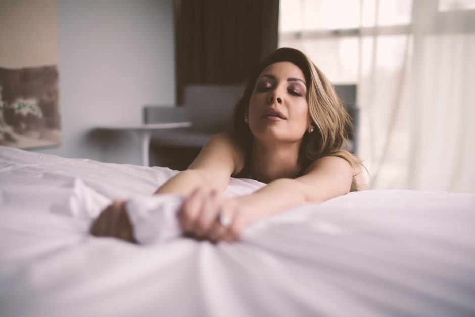 A sexy boudoir pose