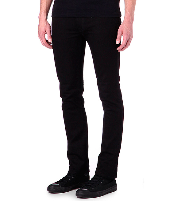 Model-tapered-cut-jeans-for-men