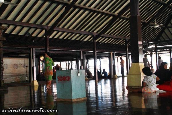Foto dalam masjid agung kasepuhan cirebon