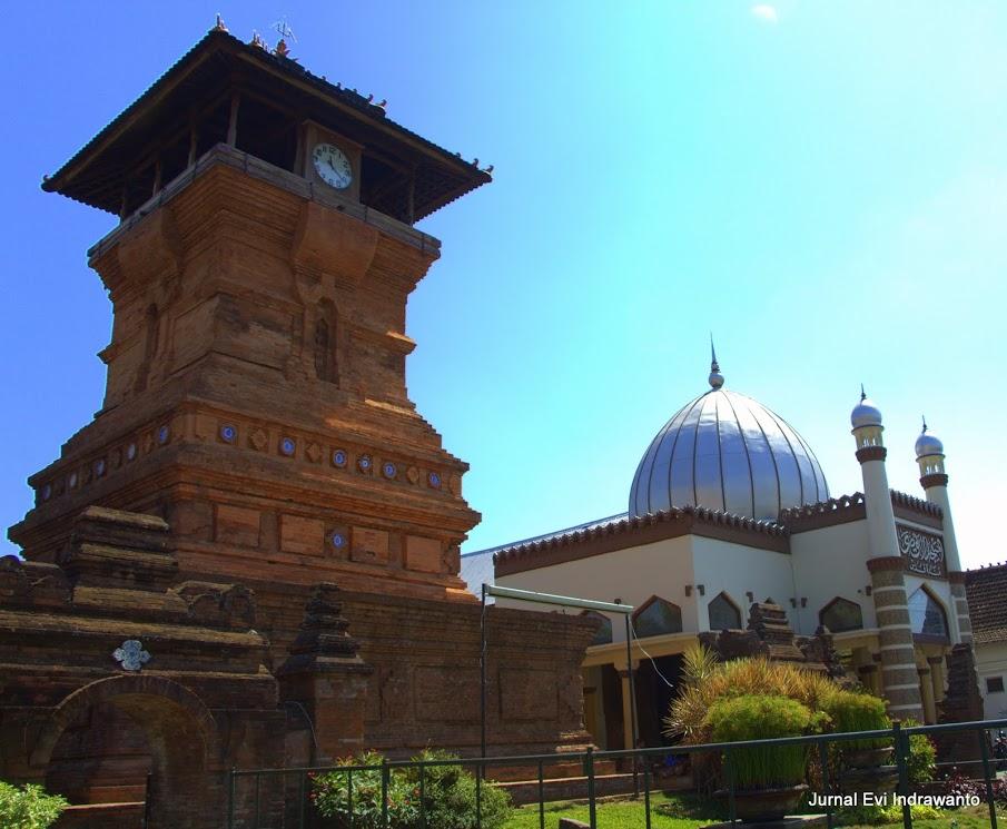 Menara Kudus dan Masjid Al Aqsa