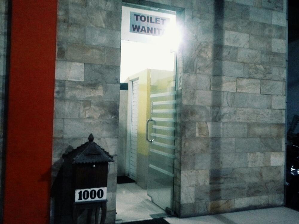 Toilet berbayar di SPBU