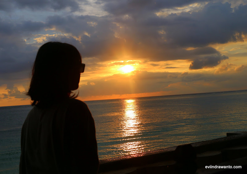 Sunset di Pantai Rantung Sumbawa Barat