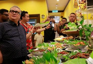 Dato Imail Ahmad saat menerangkan tentang makanan melayu