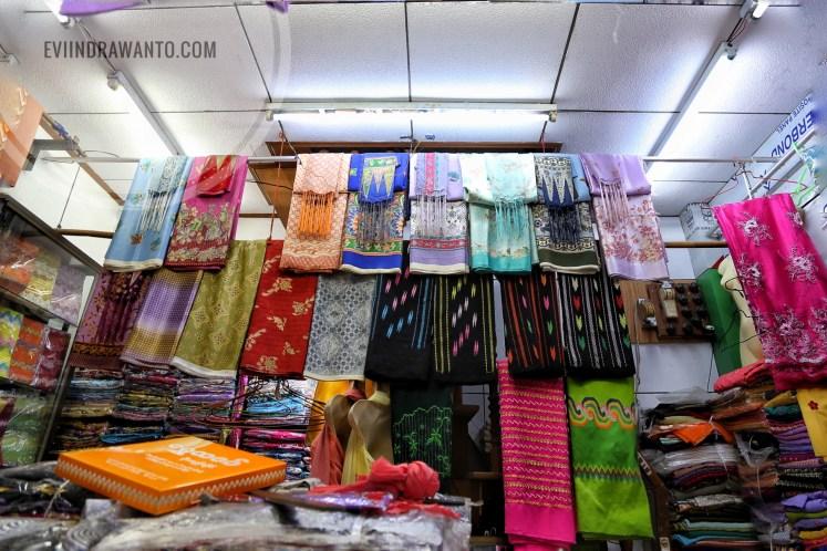 Lonyi beragam corak dan warna