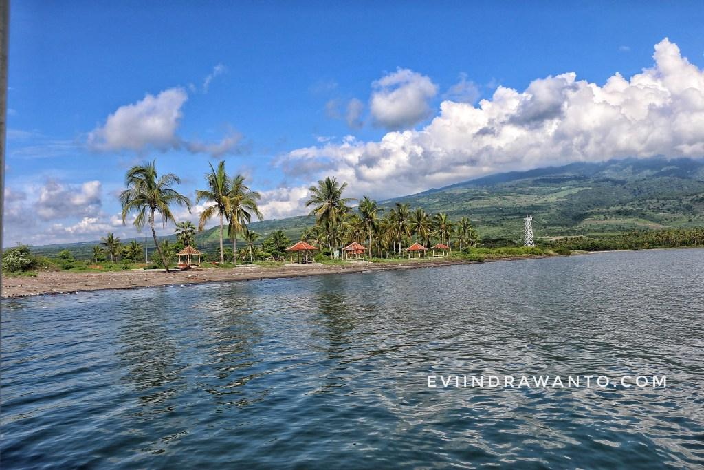 Cerita travel blog Indonesia - View di Pelabuhan Kayangan Lombok