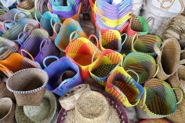 Aneka anyaman di Pasar Jaro
