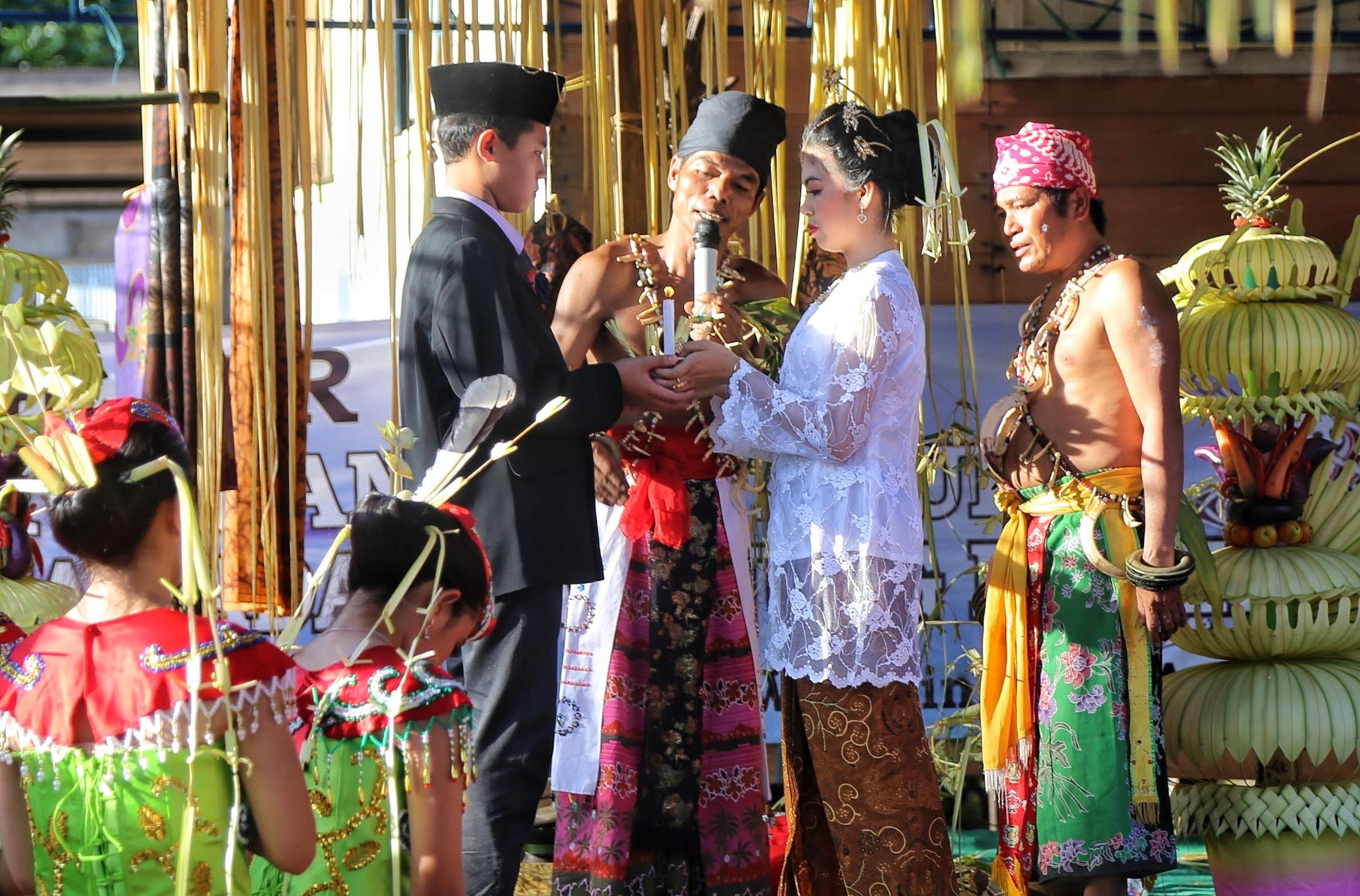 Perkawinan Adat Dayak Ma'anyan Bagunung Perak