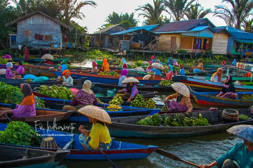Foto Pasar Terapung Lok Baintan