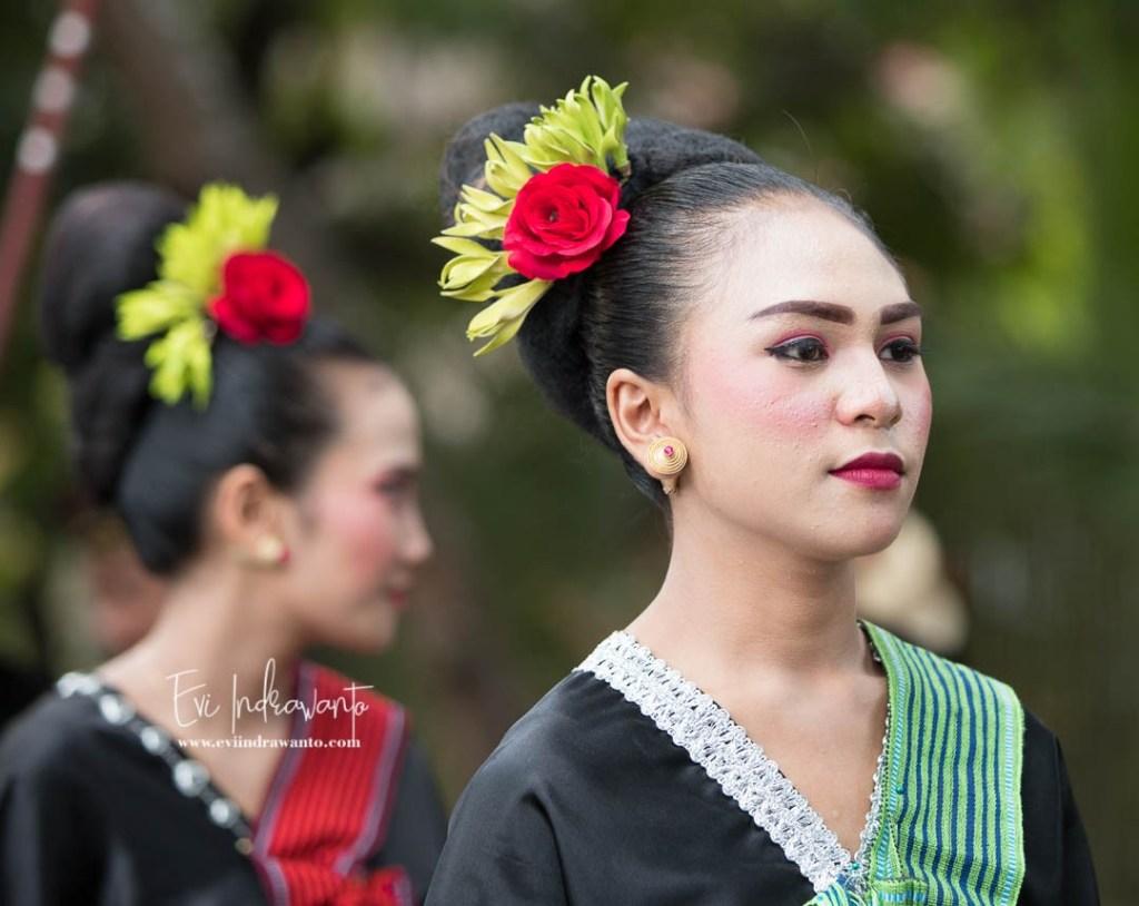 Parade Budaya Festival Pesona Bau Nyale