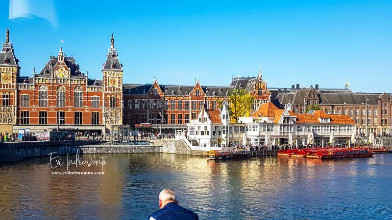Asyiknya tour kanal di Amsterdam