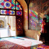 Nasir al-Mulk Mosque, masjid merah jambu di iran