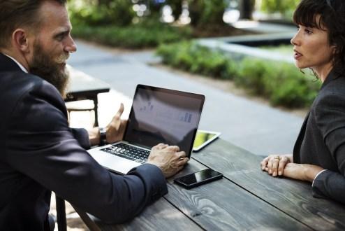 ensemble-negocier-parler-travailler
