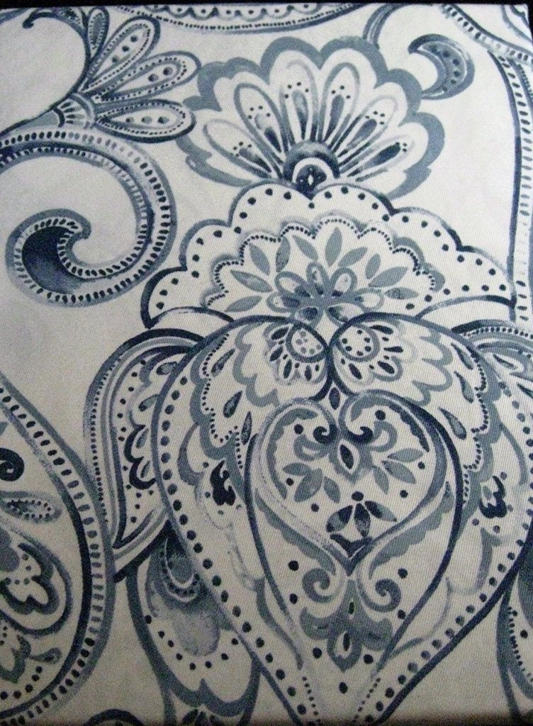 Tahari Tablecloth2