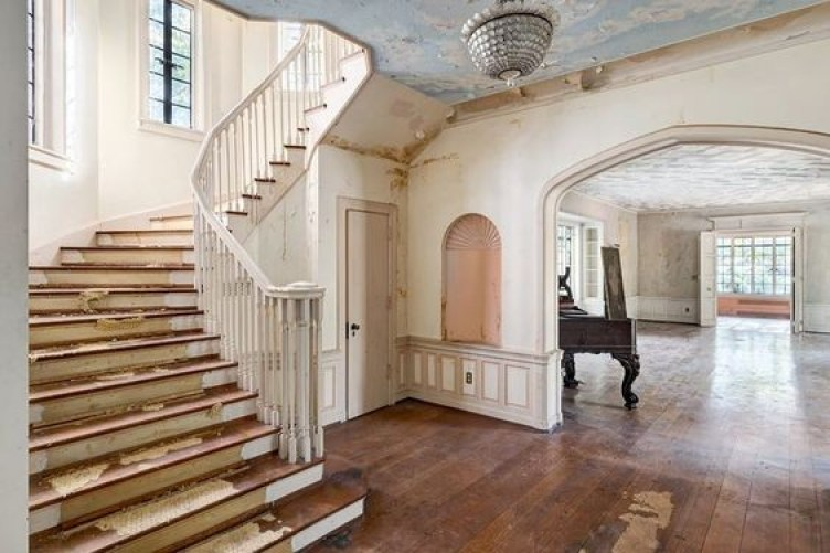 Julian Price Hoarder House Staircase Before