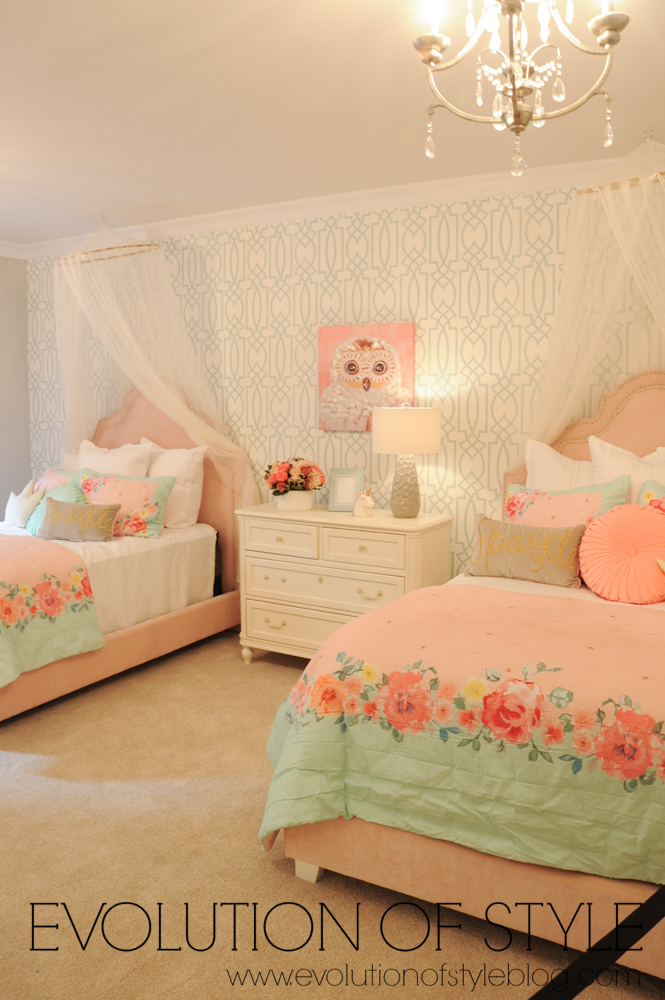Girl's bedroom with pink bedding