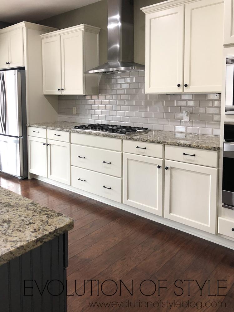 Grand Teton White Kitchen Cabinets