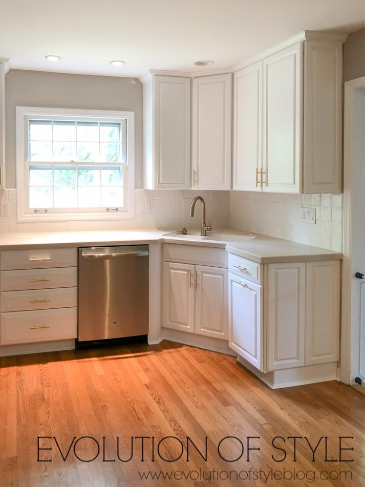 Benjamin Moore's Decorator's White Cabinets Painted in Milesi