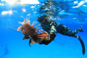 Ren Chapman spearfishing Bahamas lionfish Hawaiian sling