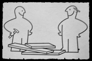 Zwei freundliche Baumeister lächeln sich an, bevor sie ihre Arbeit starten
