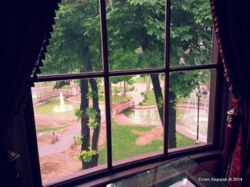 Kütüphanenin Penceresinden Gülhane Parkı