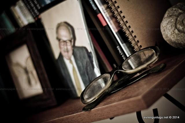 Fethi Naci'nin okuma gözlüğü