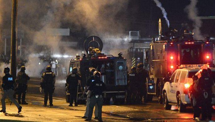 Ferguson'da sokağa çıkma yasağı: 7 gözaltı