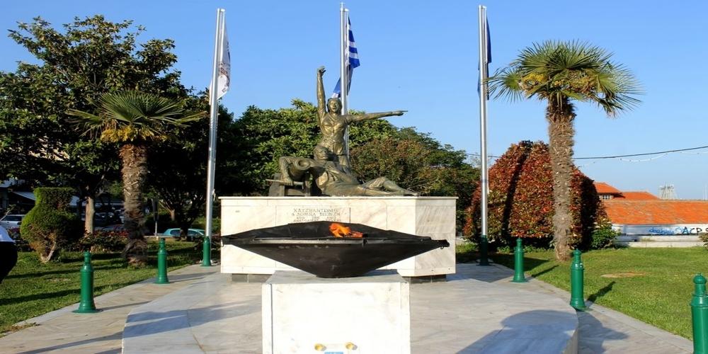 Αλεξανδρούπολη: Με χορούς και επισήμους υποδέχθηκε την Φλόγα της Μαθητιάδας