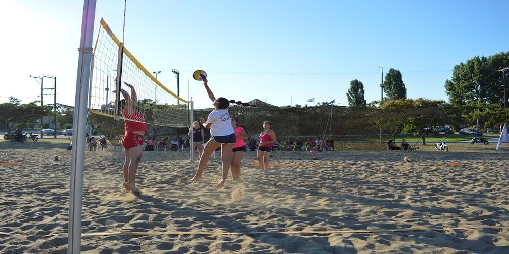 """Εντυπωσιακές """"μάχες"""" στο τουρνουά Beach volley στις Φέρες"""
