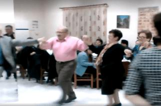 Ο χορός Καίσα, Πατσουρίδη. Ευτυχώς δεν… στραμπούληξαν πόδι γιατί η Ορθοπεδική δεν υπήρχε (video)