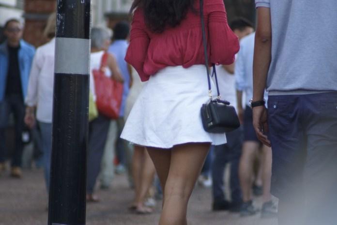 c47b73f23ad0 Λάθη που κάνει κάθε γυναίκα όταν φοράει φούστα! - evros24.gr