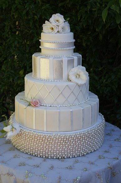 meaning of wedding cake tiers wedding traditions eweddingfavors 17247