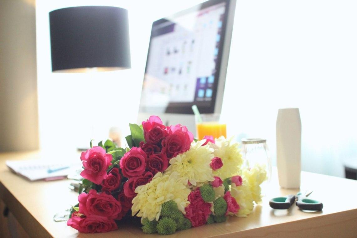 kwiaty-bukiet-biurko