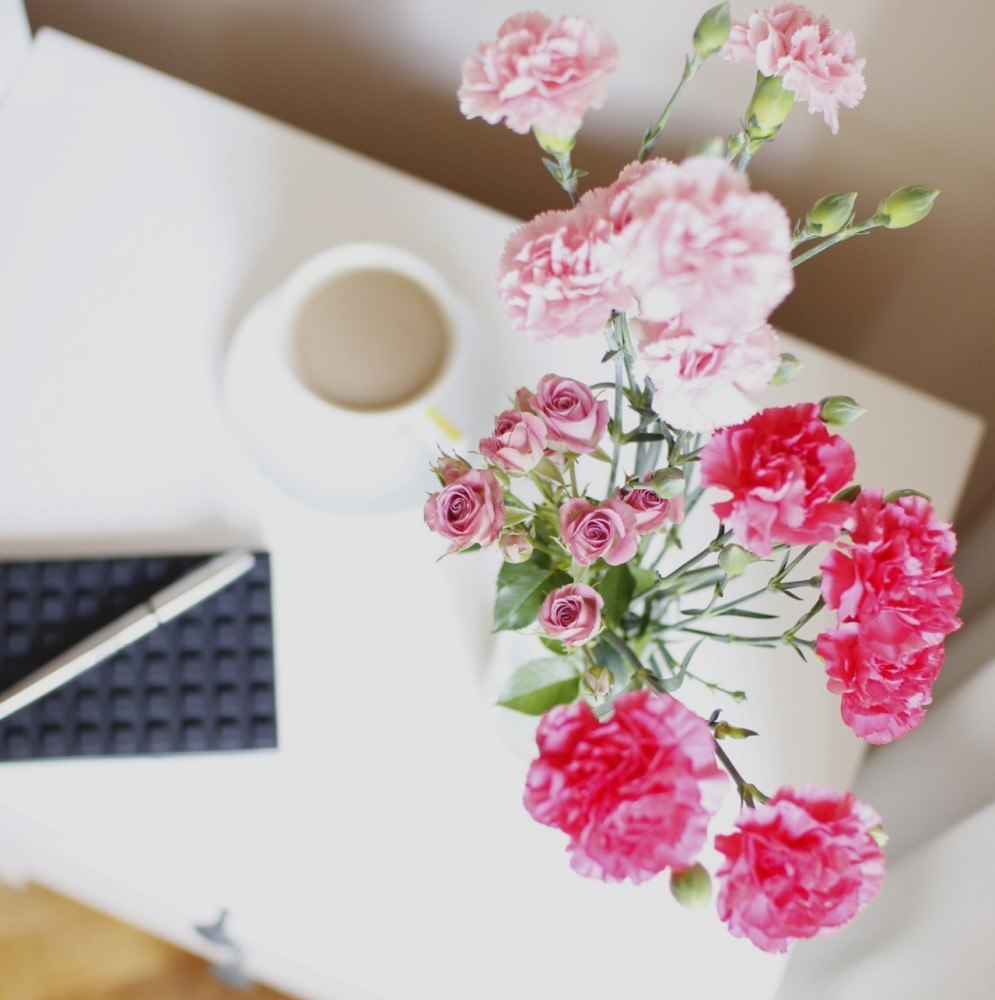 kwiaty-stolik-sypialni-odgory