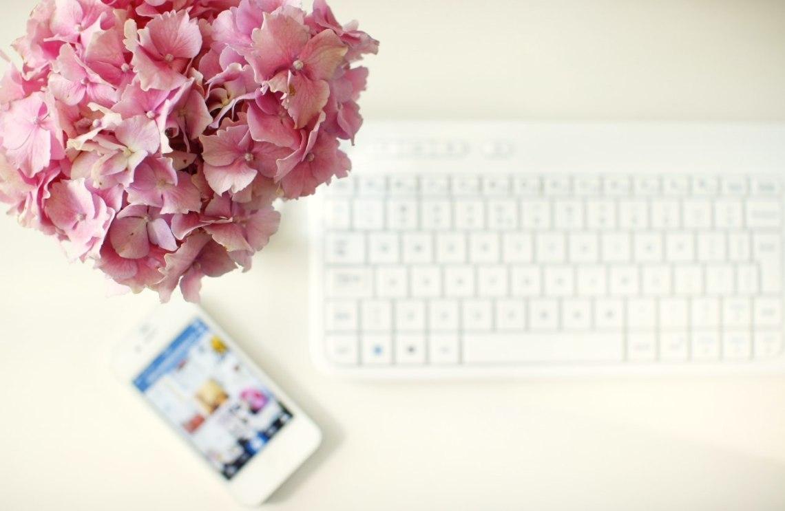 klawiatura-kwiaty-praca