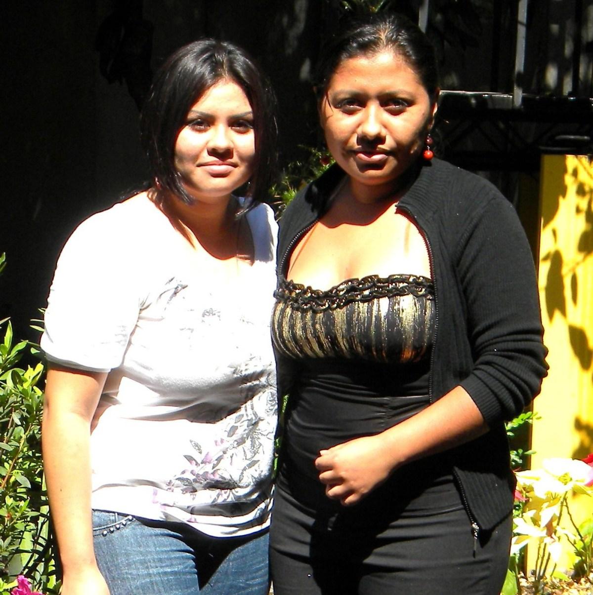 Stipendien für zwei junge El Salvadorianerinnen