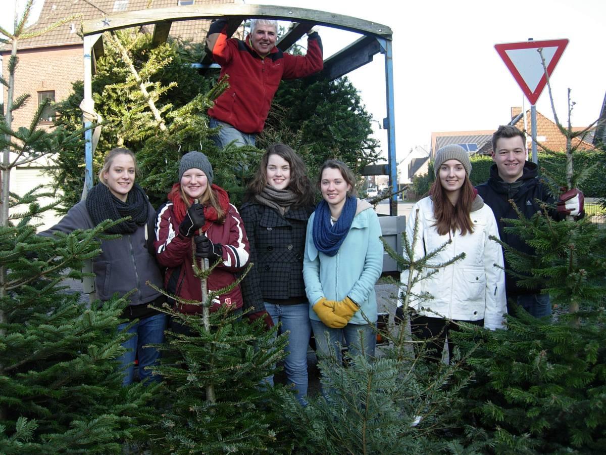 Alle Jahre wiederdie Eine-Welt-Jugendgruppesammelt Weihnachtsbäume!