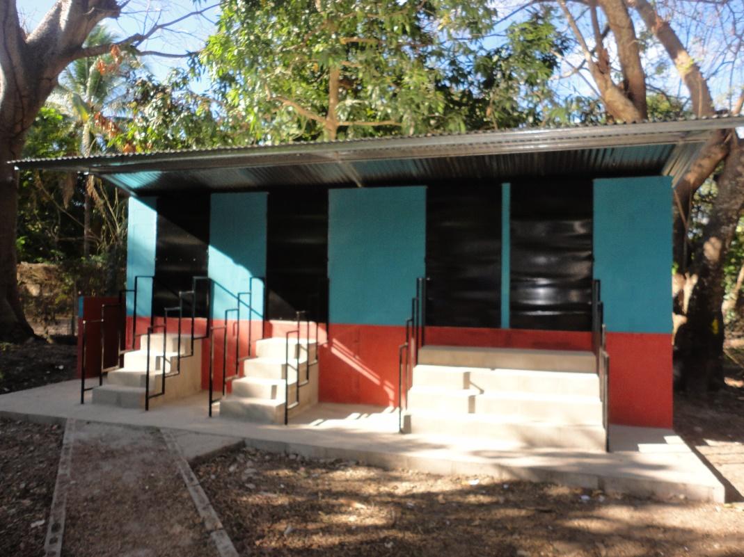 Bau einer Toilettenanlage für Amando Lopez
