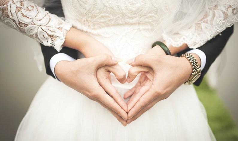 5 zoufalých myšlenek, které vám prolétnou hlavou, když vás pozvou na svatbu
