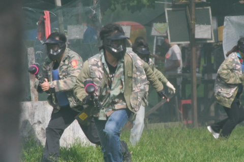 paintball game in team