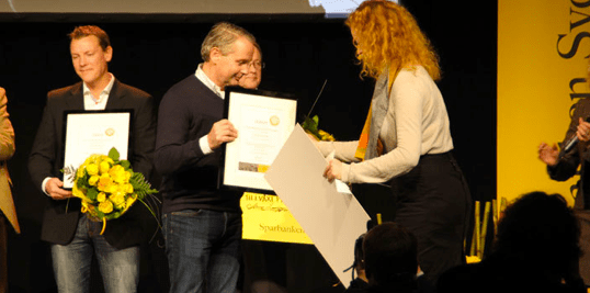 Examecs Mats Ohlsson receives the 2011 Growth Price. Photo from Ystad Allehanda.