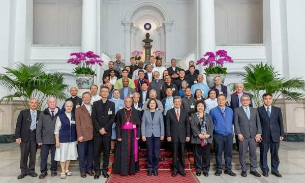 Taiwan's president, Tsai Ing Wen, with missionaries, local clergy and religious sisters on October 31. Photo: Presidential palace, ROC