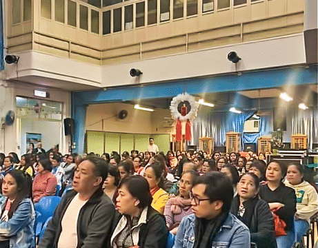 Around 300 people gathered for the Misa de Aguinaldo at the hall of the Bayanihan Centre, Kennedy Town, on Christmas Eve.