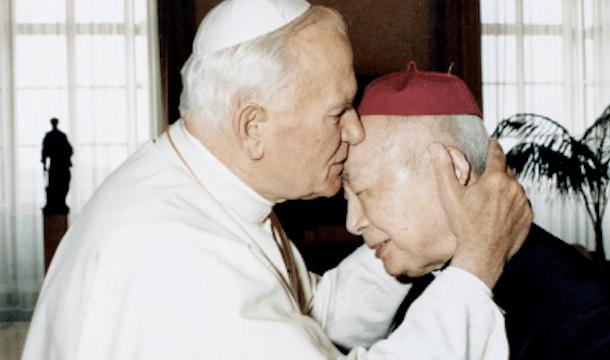 Pope John Paul II greeting Cardinal Kung at the Vatican in 1988. Photo: UCAN/Cardinal Kung Foundation